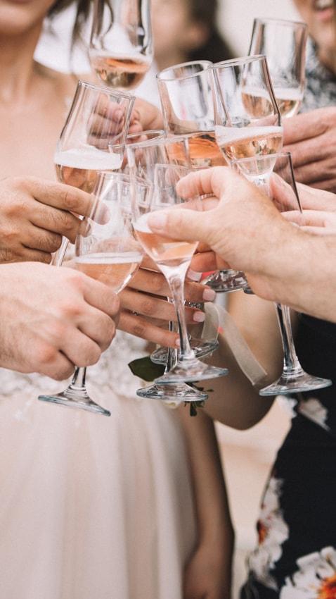 Anstoßen, Sektgläser, Hochzeit, Sektempfang, Champagner, Sekt